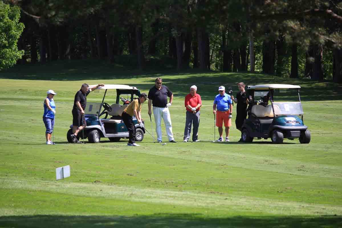 Normand sur le green - Classique de golf Normand Léveillé